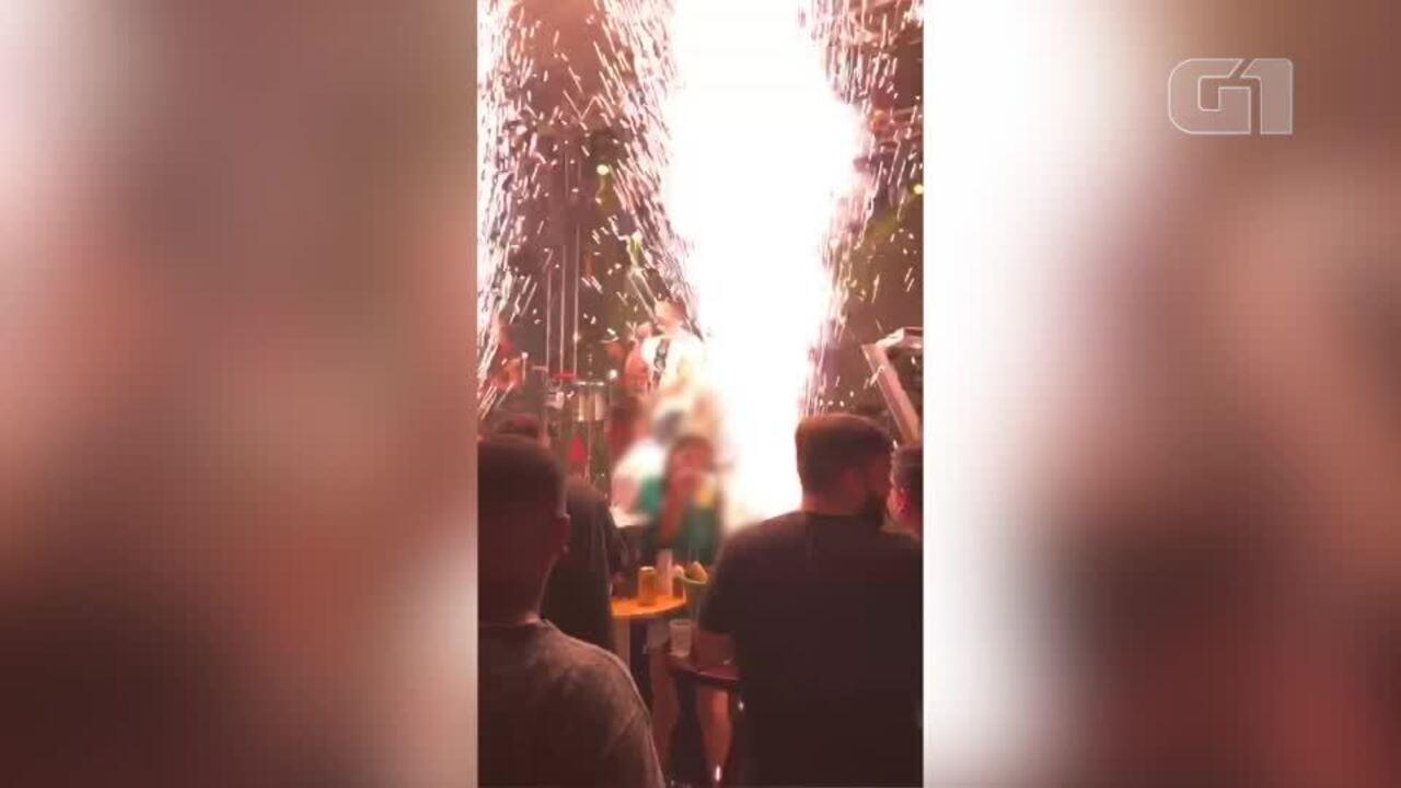 Vídeo mostra momento em que fogos de artifício queimam jovem em boate