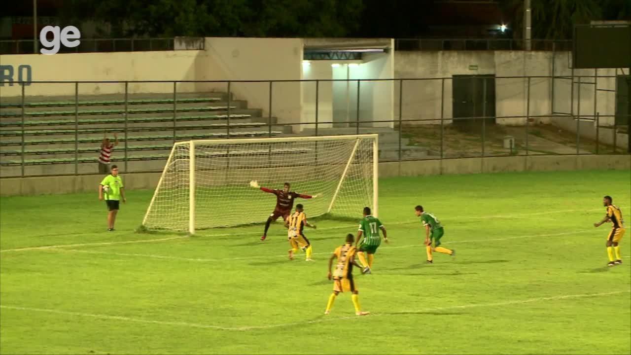 DEFENDE, ANDREI! Goleiro do Picos usa o pé e evita gol à queima-roupa de Fernandinho