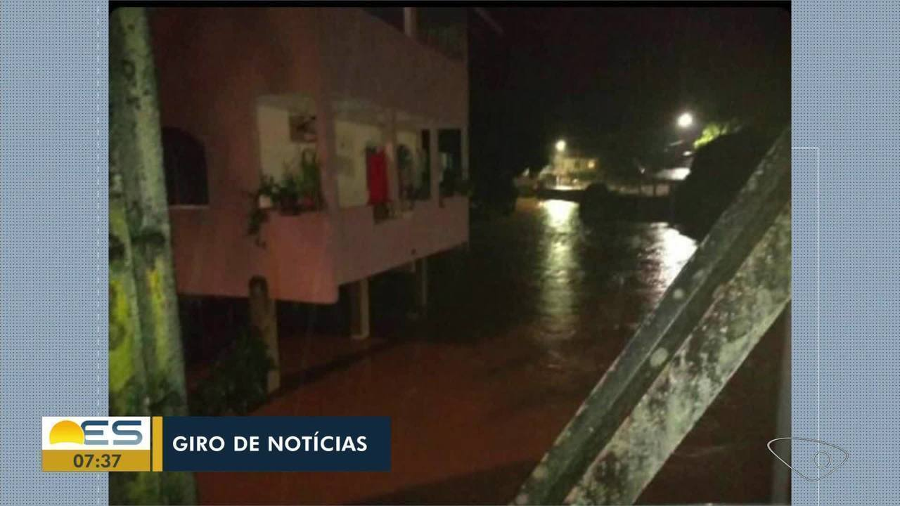 João Neiva tem áreas de alagamento após chuva, no ES