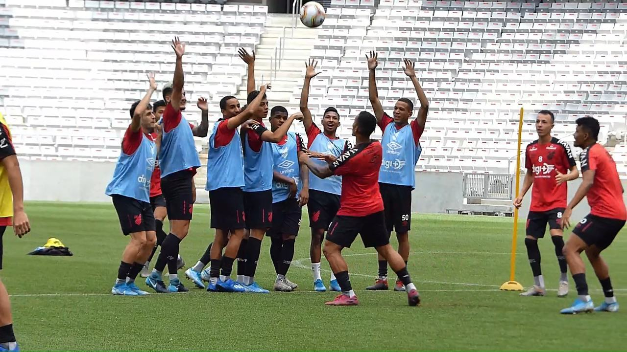 Athletico faz treino curioso antes de receber o Londrina na Arena da Baixada
