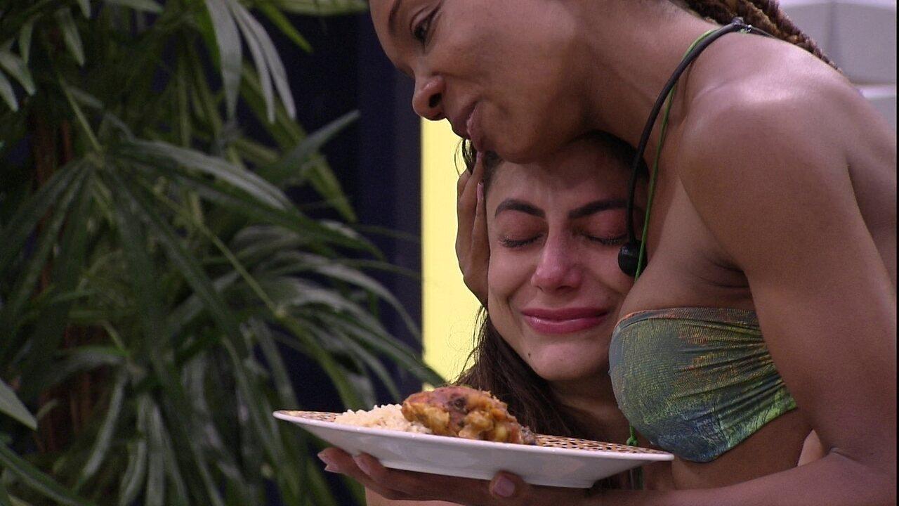Thelma agradece Mari pelo convite para o Almoço do Anjo: 'Obrigado por essa sensibilidade'