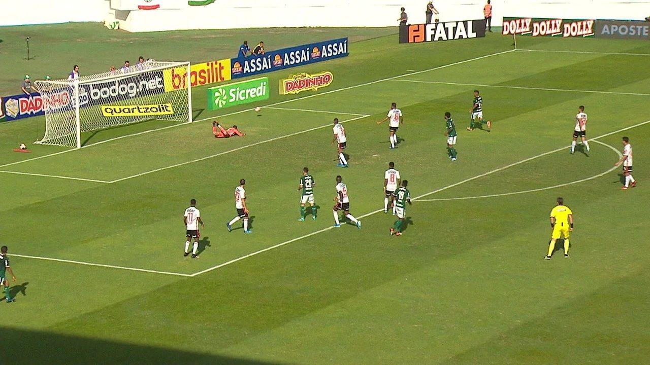 Ramires acerta a trave e quase marca para o Palmeiras contra o São Paulo