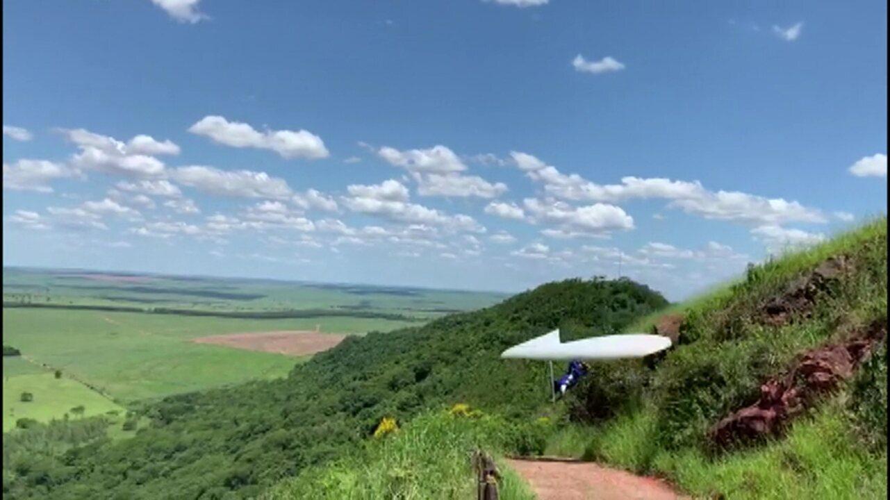 Piloto de asa delta fica ferido após queda no noroeste do Paraná