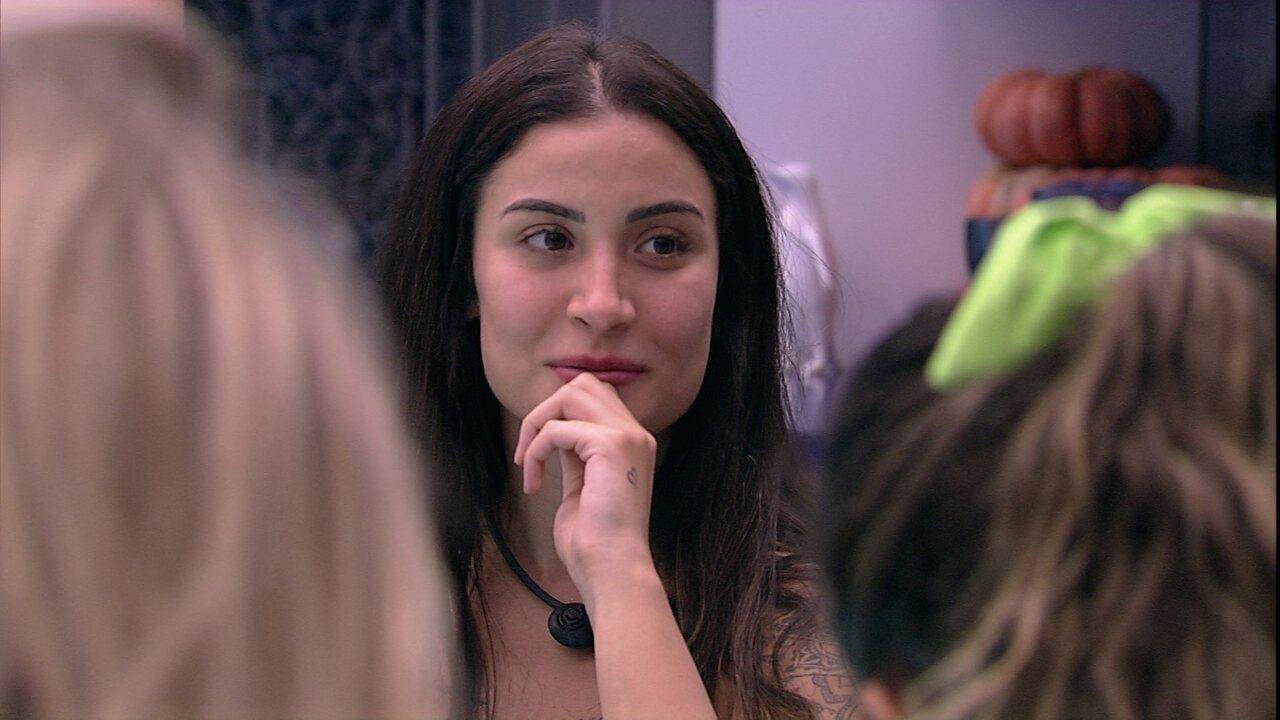 Em brincadeira de pergunta picantes, Bianca diz que já fez sexo a três