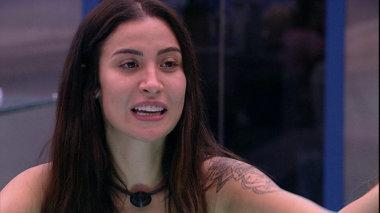 Bianca pergunta para brothers: 'Quem vai beijar na próxima festa?'
