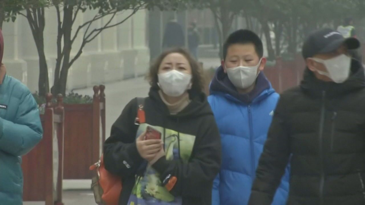 Pequim confirma primeira morte pelo novo coronavírus; vítimas fatais passam de cem
