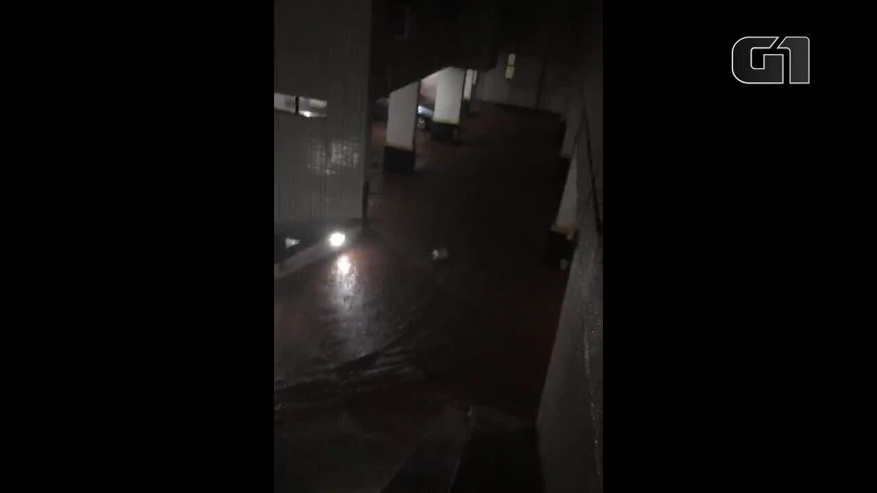 Moradores registram explosão durante temporal em Belo Horizonte nesta terça-feira (28)