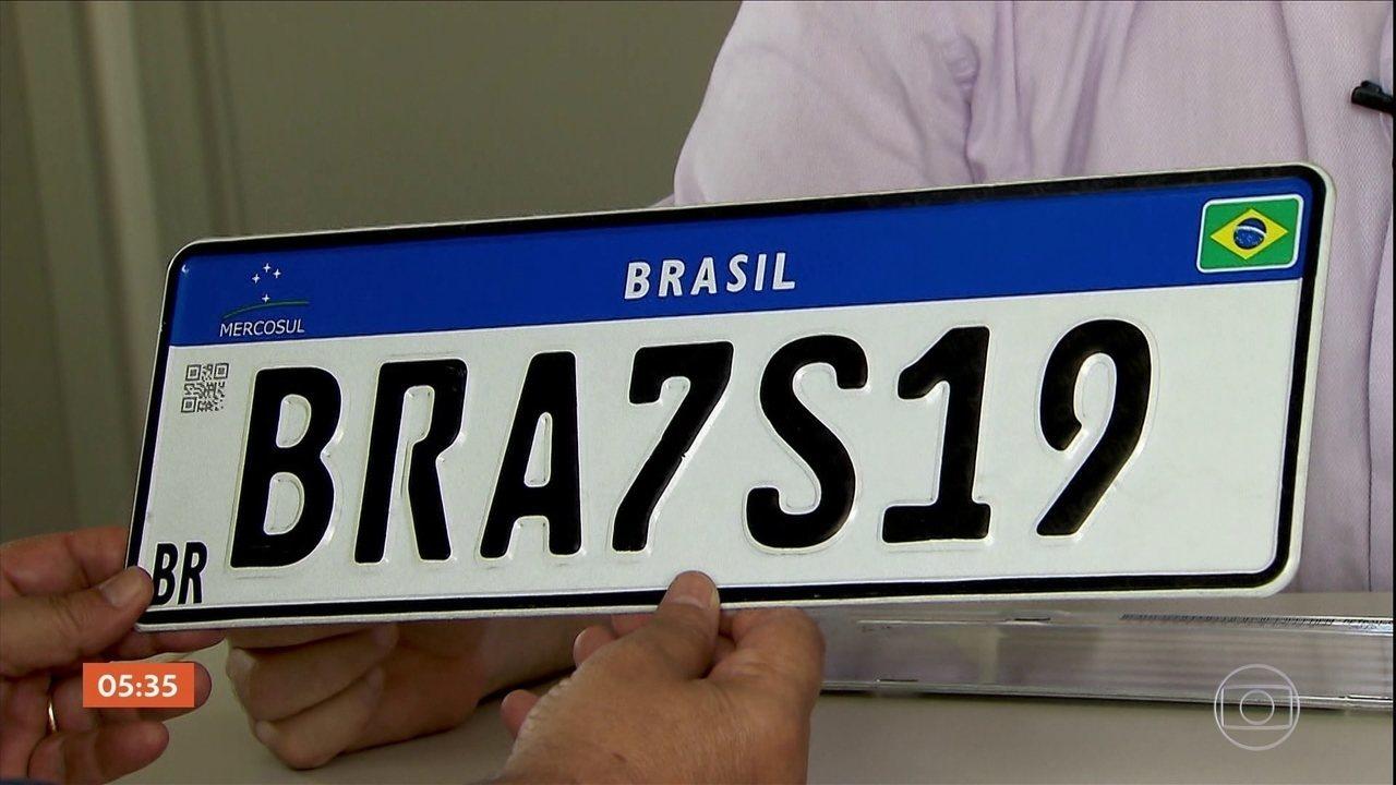 Placa Mercosul para veículos novos começa a valer nesta sexta