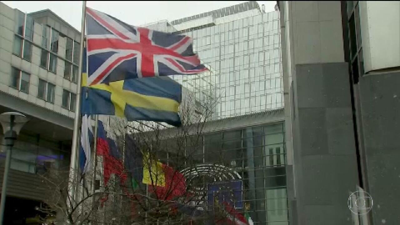 Brexit: Reino Unido deixa União Europeia depois de três anos e sete meses de impasse
