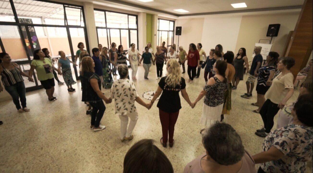 Edlaine Garcia conhece a prática da Dança Circular