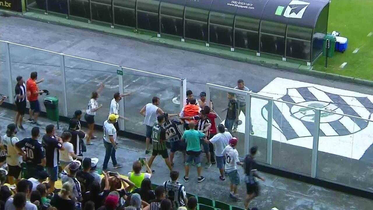 Confusão generalizada na partida entre Figueirense x Avaí