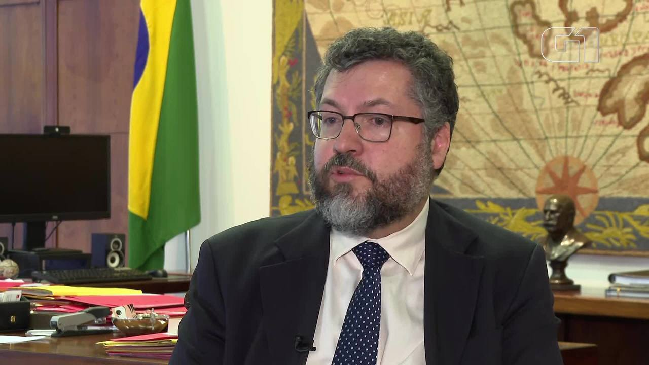 Ministro Ernesto Araújo fala sobre estratégia para repatriar brasileiros na China