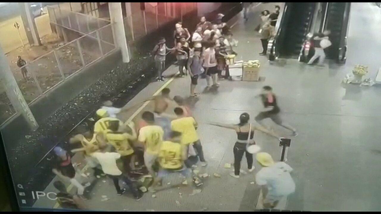 Vídeo mostra briga entre integrantes de torcidas organizadas em estação de metrô no Recife