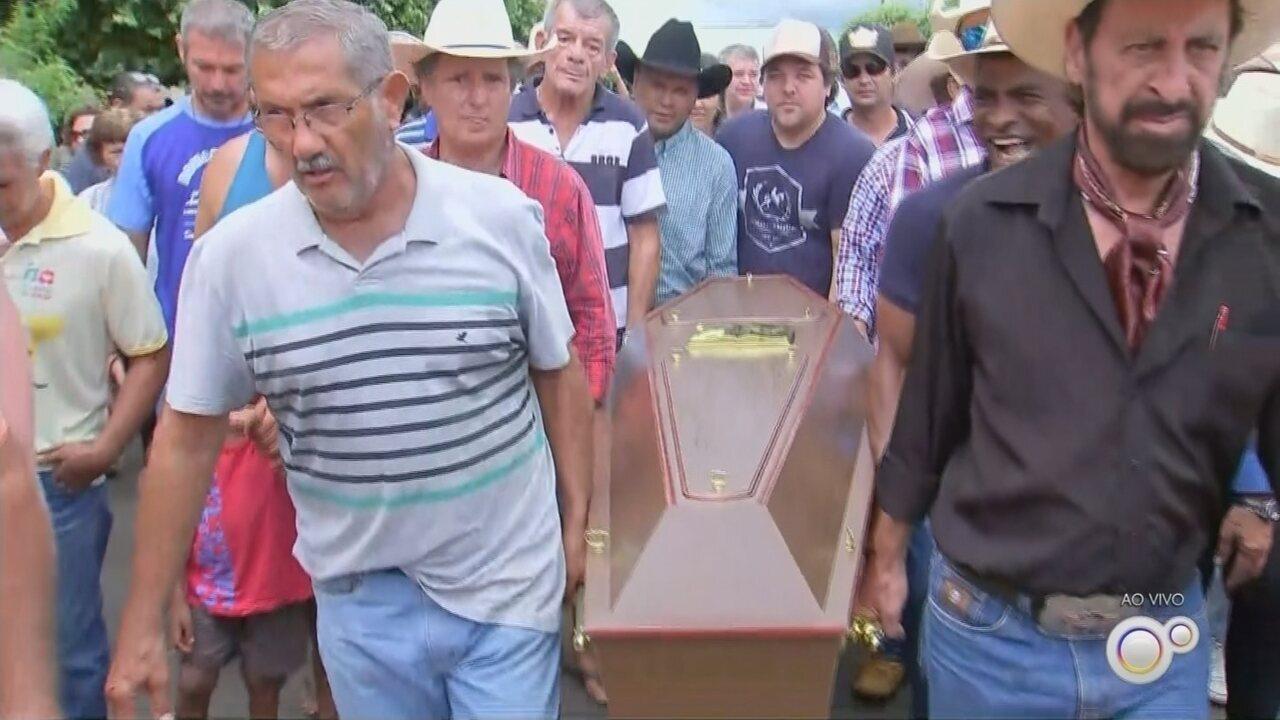 Enterro de Asa Branca é marcado por emoção e homenagens