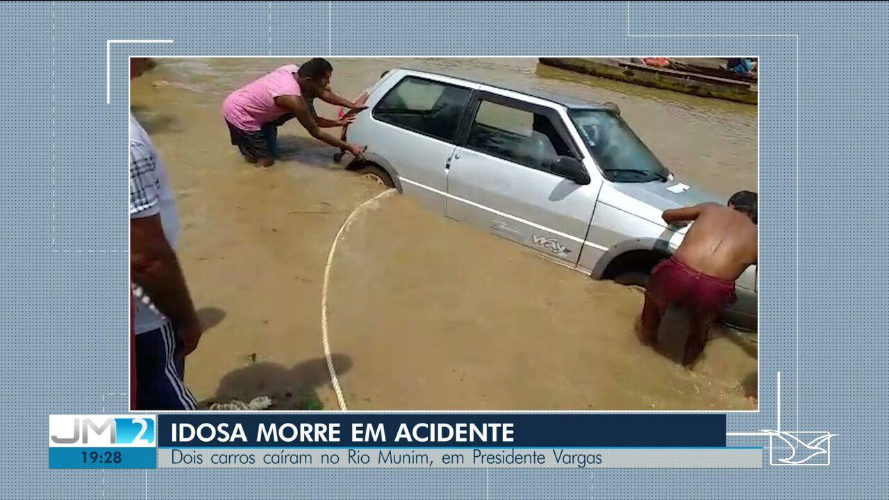 Carros caem em rio na cidade de Presidente Vargas