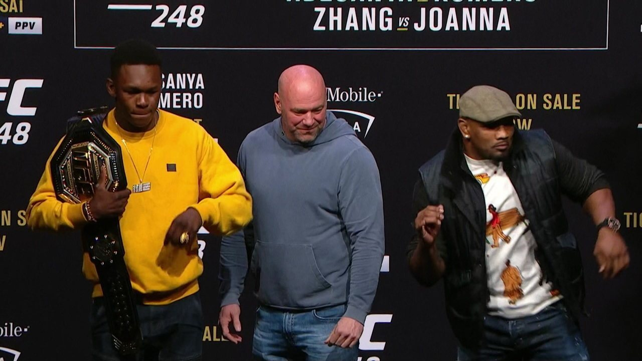 Encarada do UFC 248 entre os pesos-médios Israel Adesanya e Yoel Romero