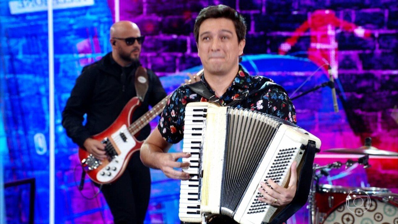 """Banda de Porto Alegre toca """"Lucy in the Sky"""" dos Beatles"""