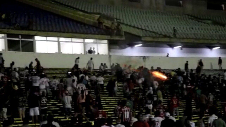 Em confusão generalizada na Copa do Nordeste, PM dispersa torcedores com tiros no Piauí