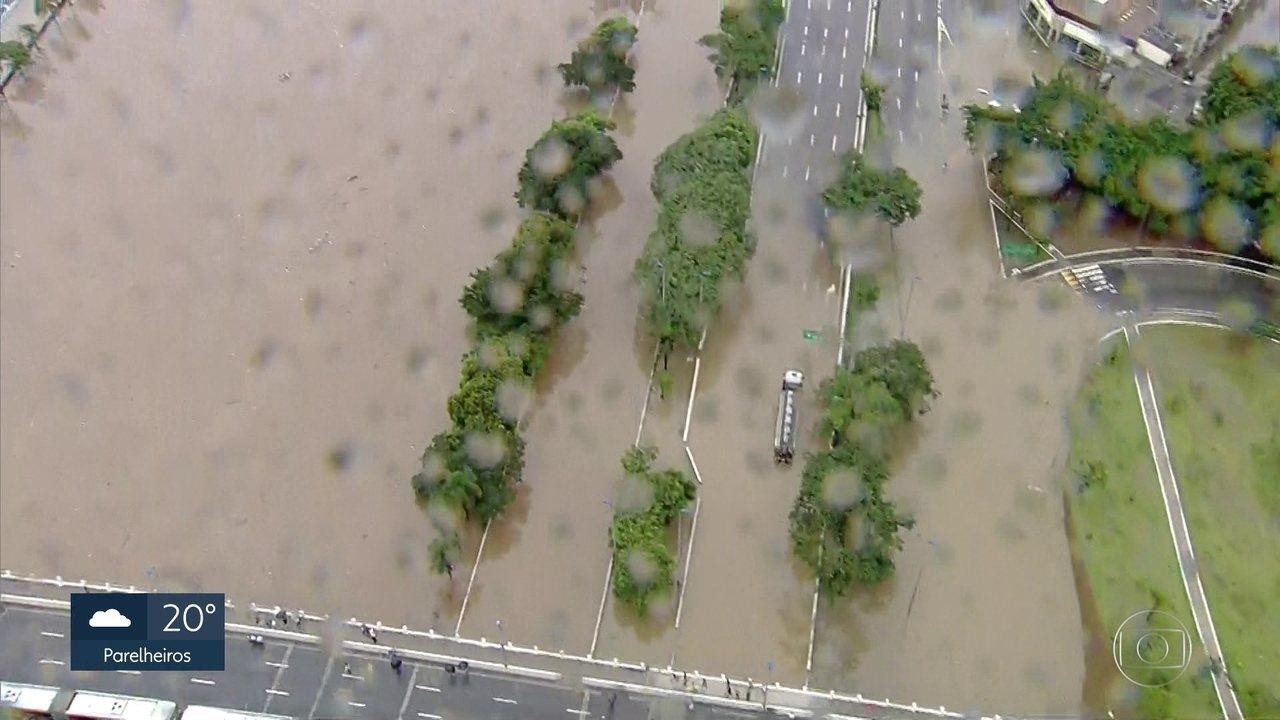 Chuva recorde na capital: em 24 horas, volume registrado é o maior em fevereiro em 37 anos