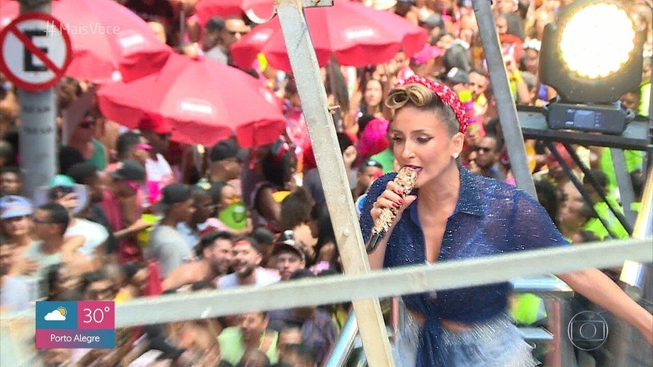 Claudia Leitte desfila em trio elétrico pela primeira vez no Rio de Janeiro