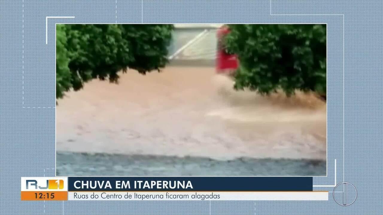 Bairros de Itaperuna, RJ, amanhecem alagadas