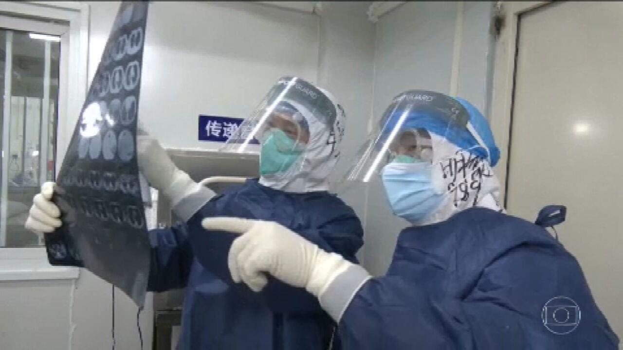 China muda método para diagnosticar novo coronavírus e casos disparam