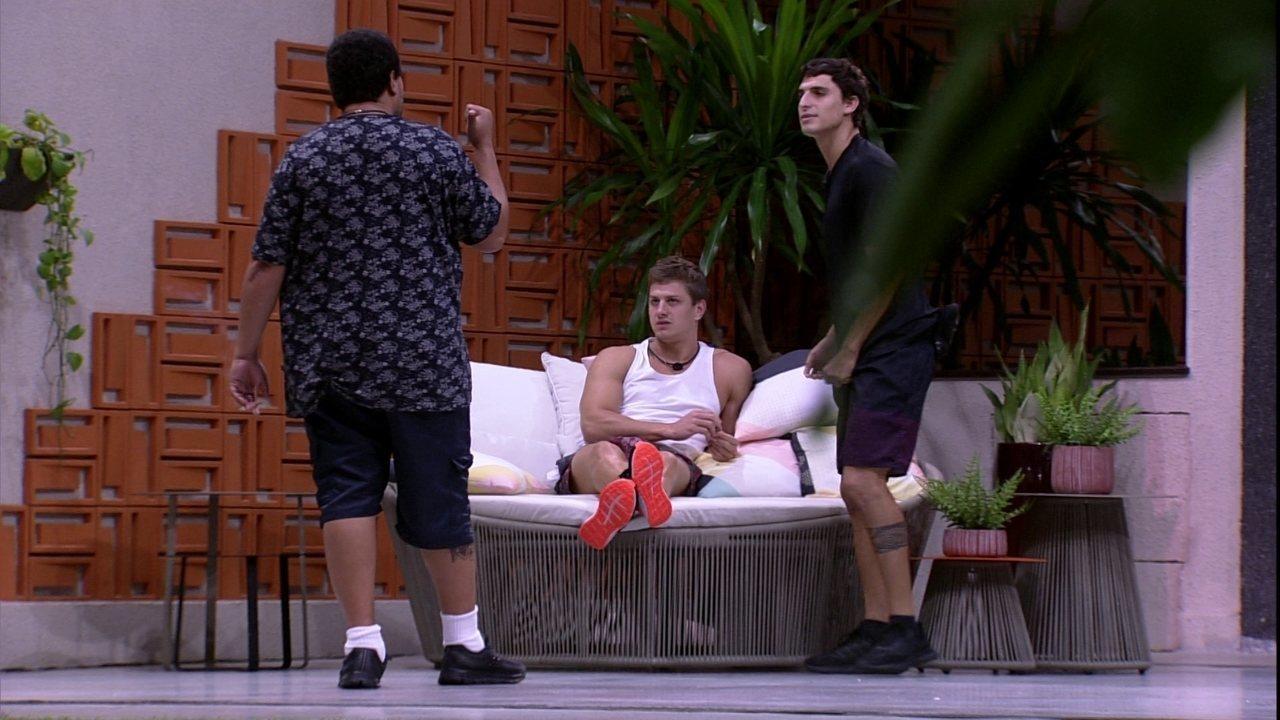 Felipe e Lucas traçam estratégia para expor Pyong