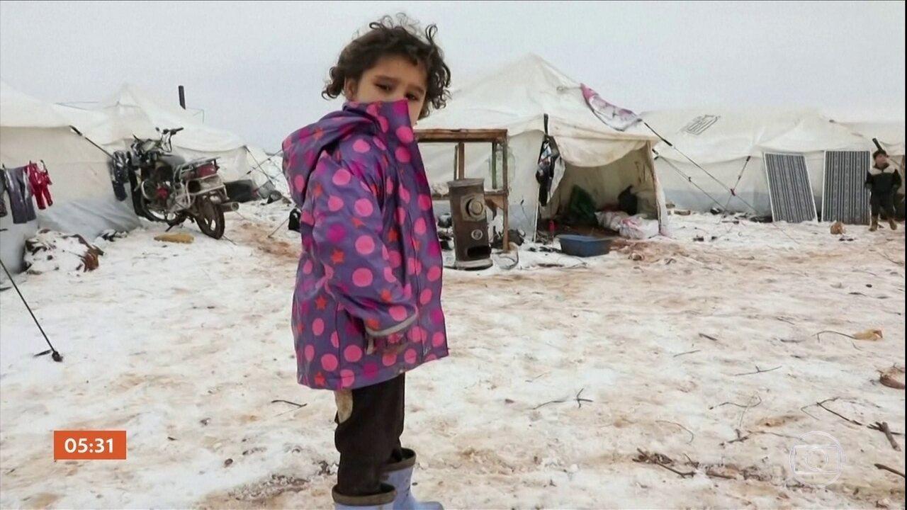 Grupo humanitário diz que quase 300 mil crianças deixaram suas casas, na Síria