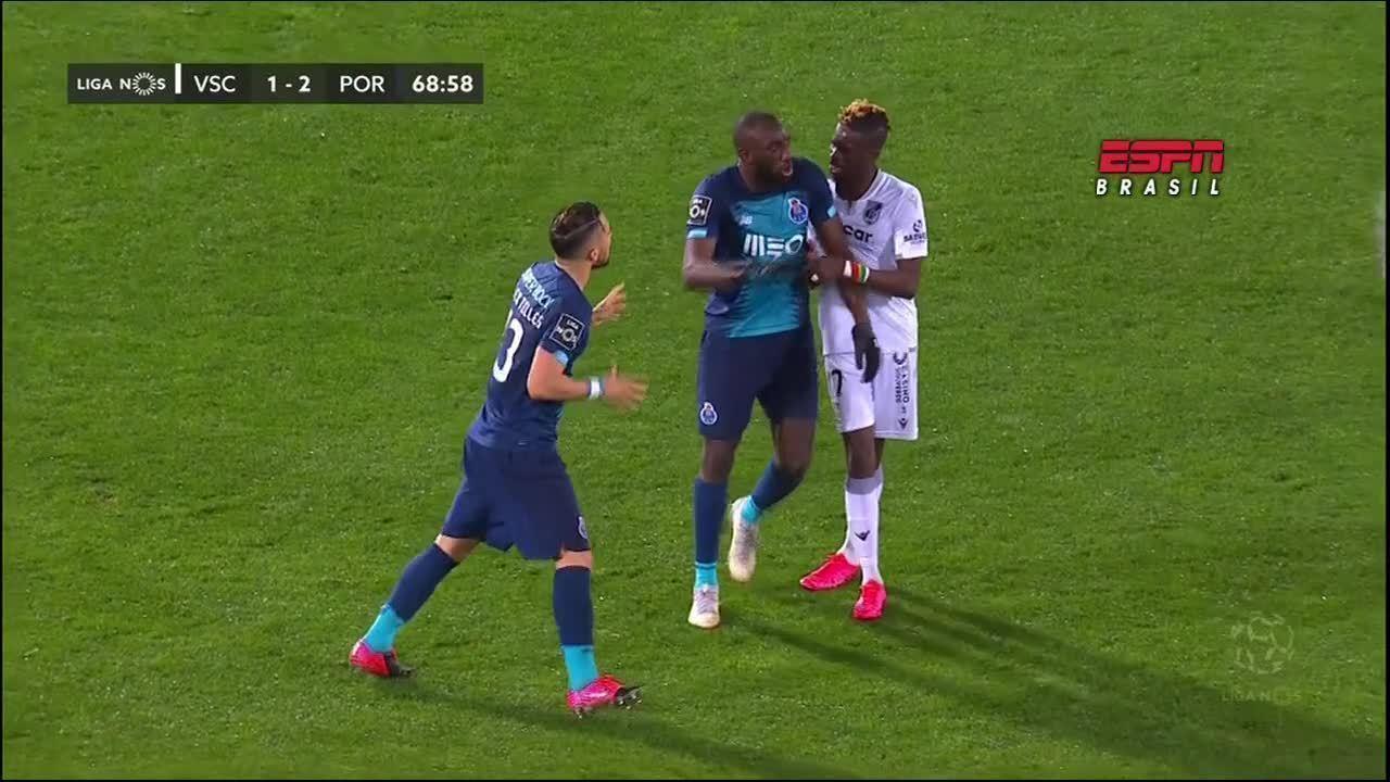 Marega se revolta com insultos racistas de torcida rival e abandona jogo do Porto