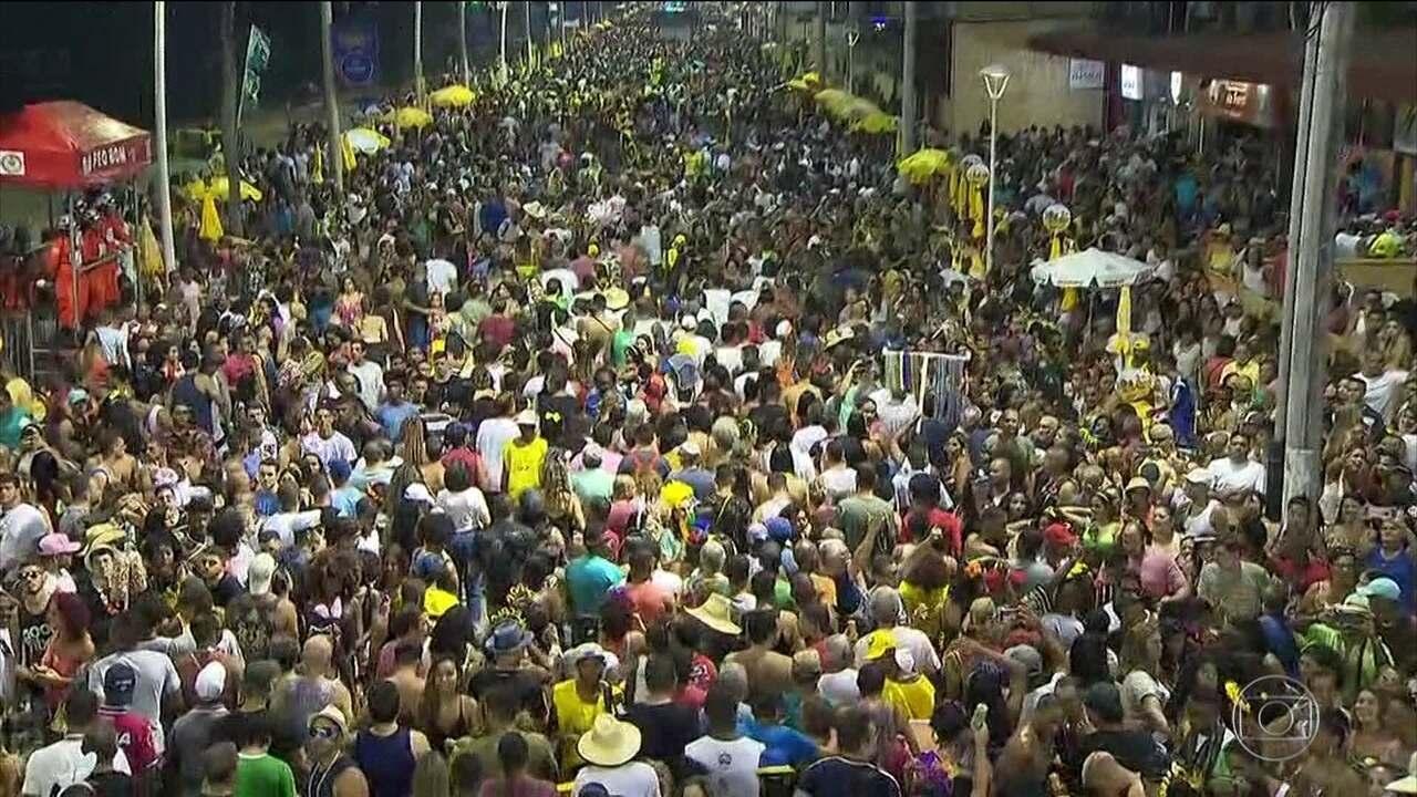 Furdunço carrega multidão no pré-Carnaval de Salvador