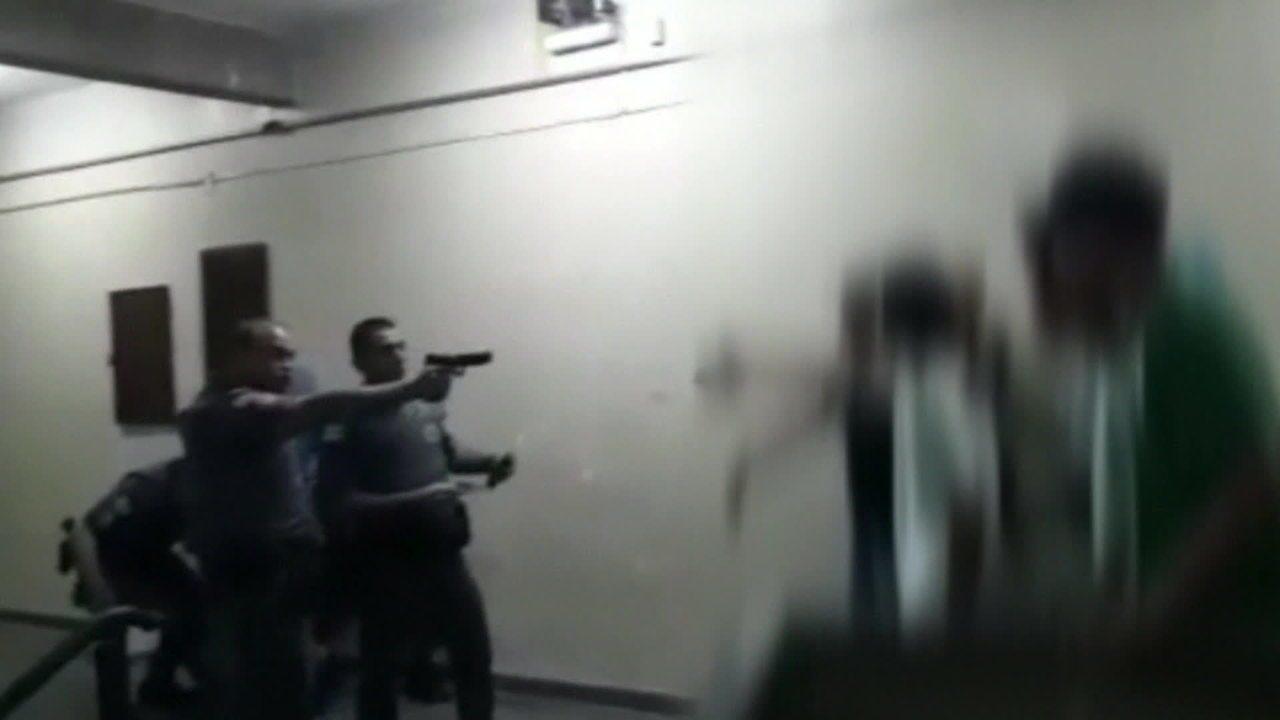 Policiais agridem alunos de escola estadual de São Paulo