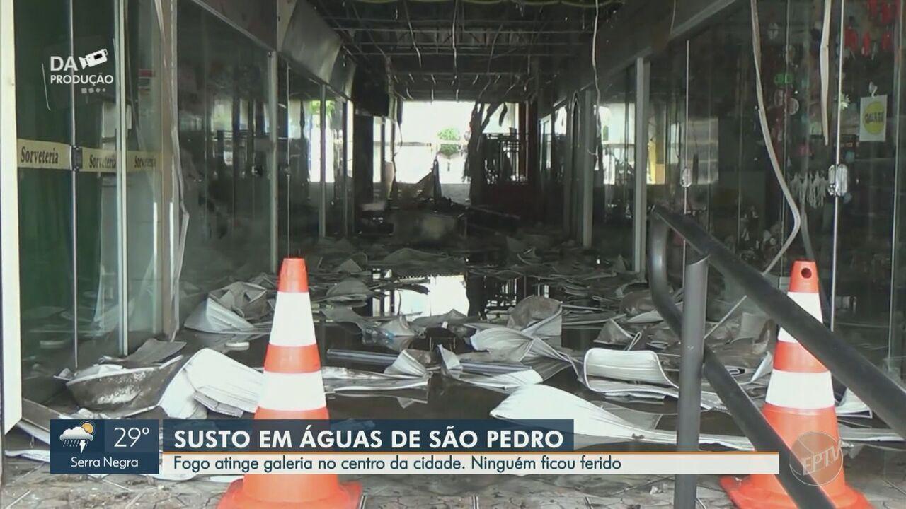 Incêndio atinge galeria de lojas no Centro de Águas de São Pedro, SP