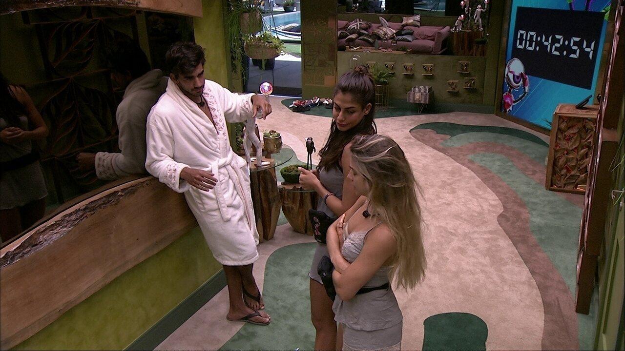 Marcela diz que entende o motivo de Guilherme e Gabi dormirem em camas separadas