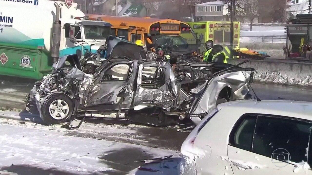 Engavetamento com mais de 200 veículos deixa dois mortos no Canadá