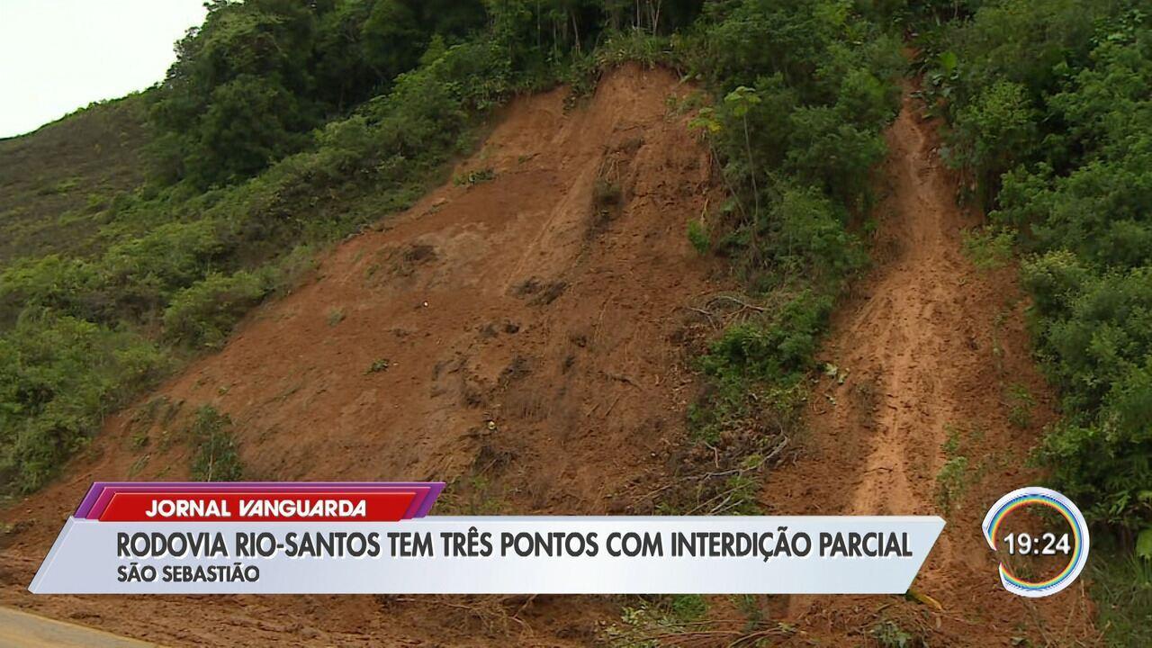 Chuva causa alagamentos e interdita a Rio-Santos em São Sebastião