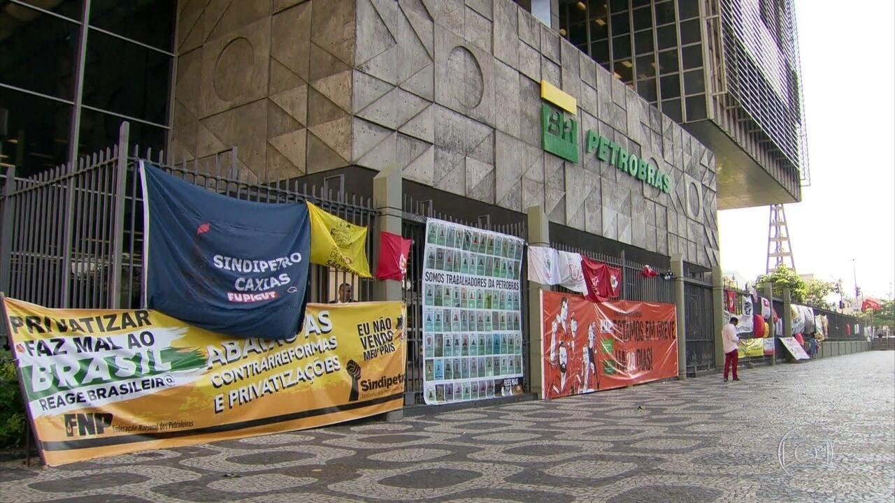 Petroleiros fecham acordo com Petrobras e encerram greve
