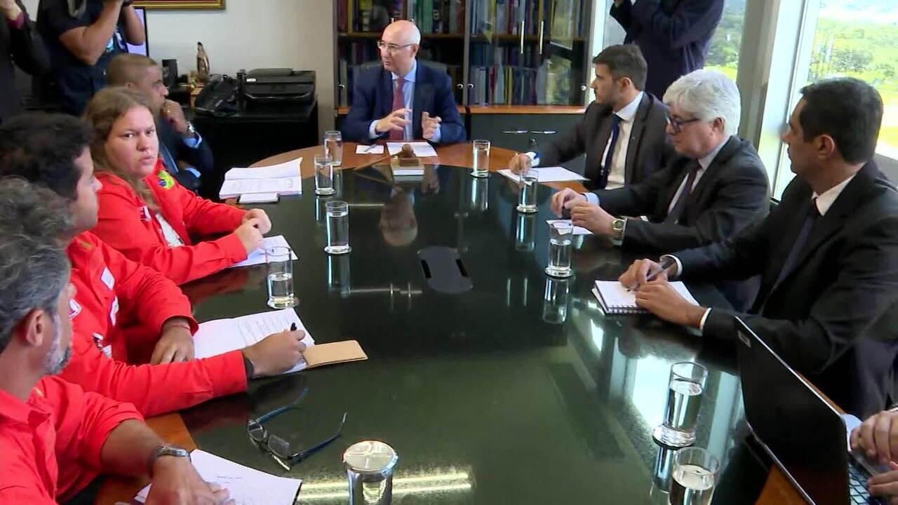 Petroleiros chegam a acordo com a Petrobras e encerram greve