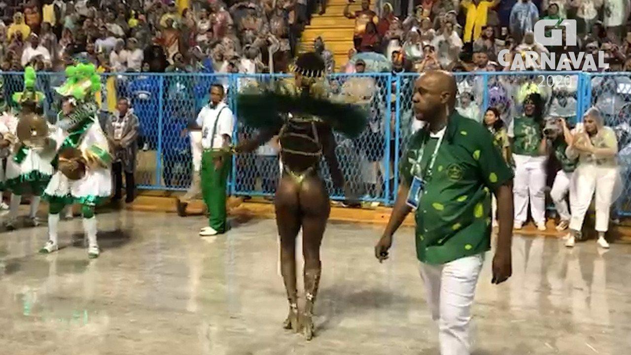 Iza samba e o povo delira