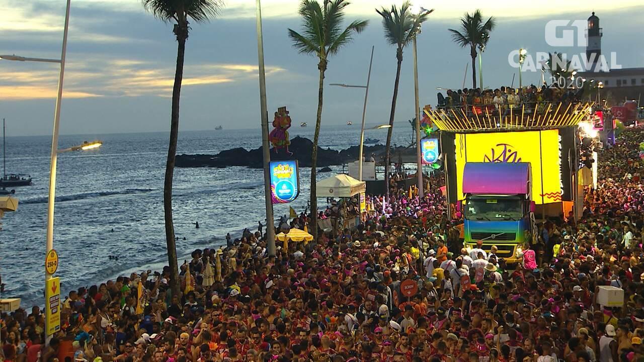 Ivete Sangalo promete um ano de fralda a criança no carnaval de Salvador