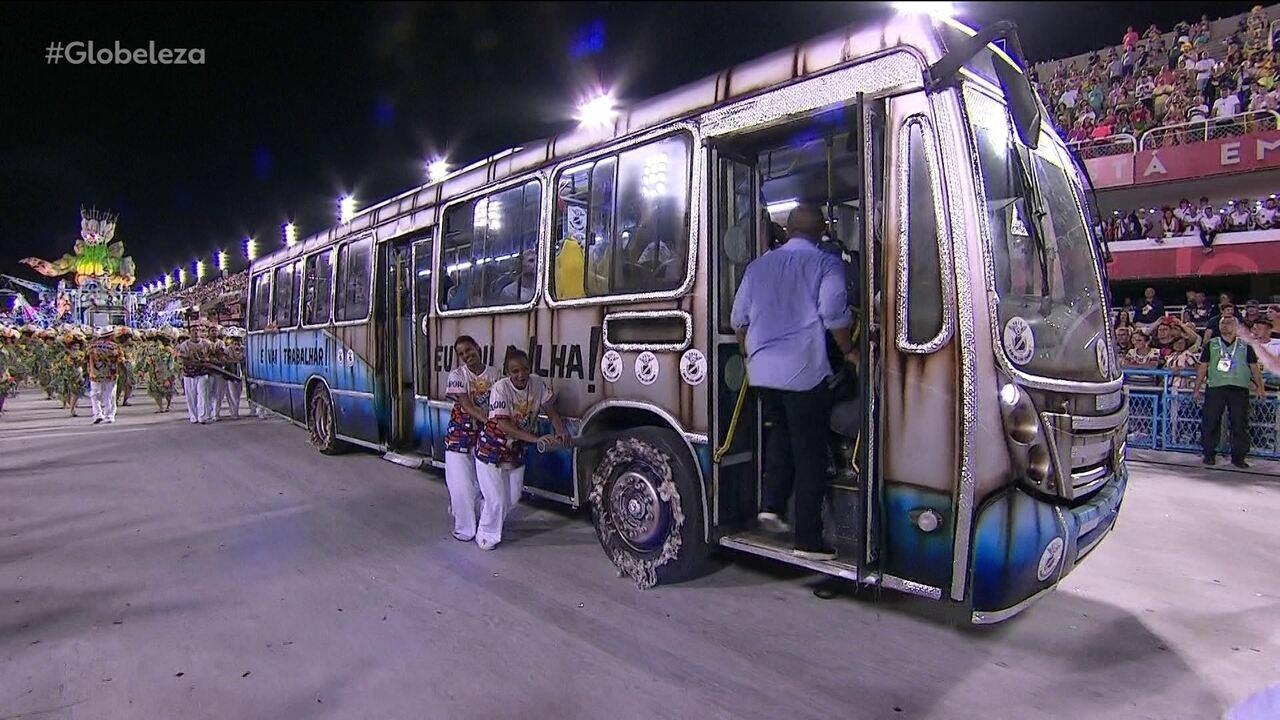 'Carro-ônibus' da Ilha mostra trabalhadores com calor e simulação de assalto