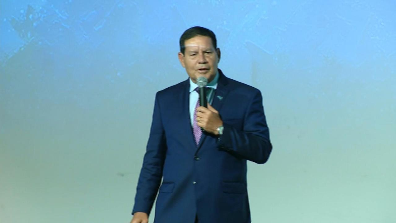 Vice-presidente Hamilton Mourão palestra a empresários em Florianópolis