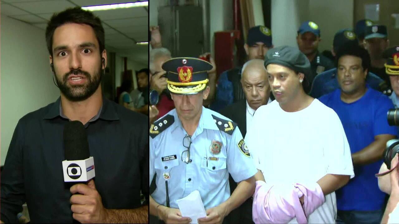 Ronaldinho Gaúcho passa noite em cela no Paraguai