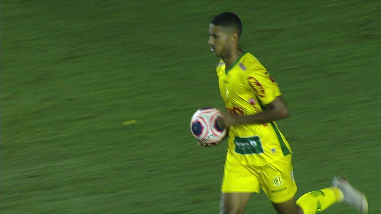 Gol do Mirassol! Camilo bate falta, e Rafael Silva cabeceia e marca, aos 31' do 1º Tempo