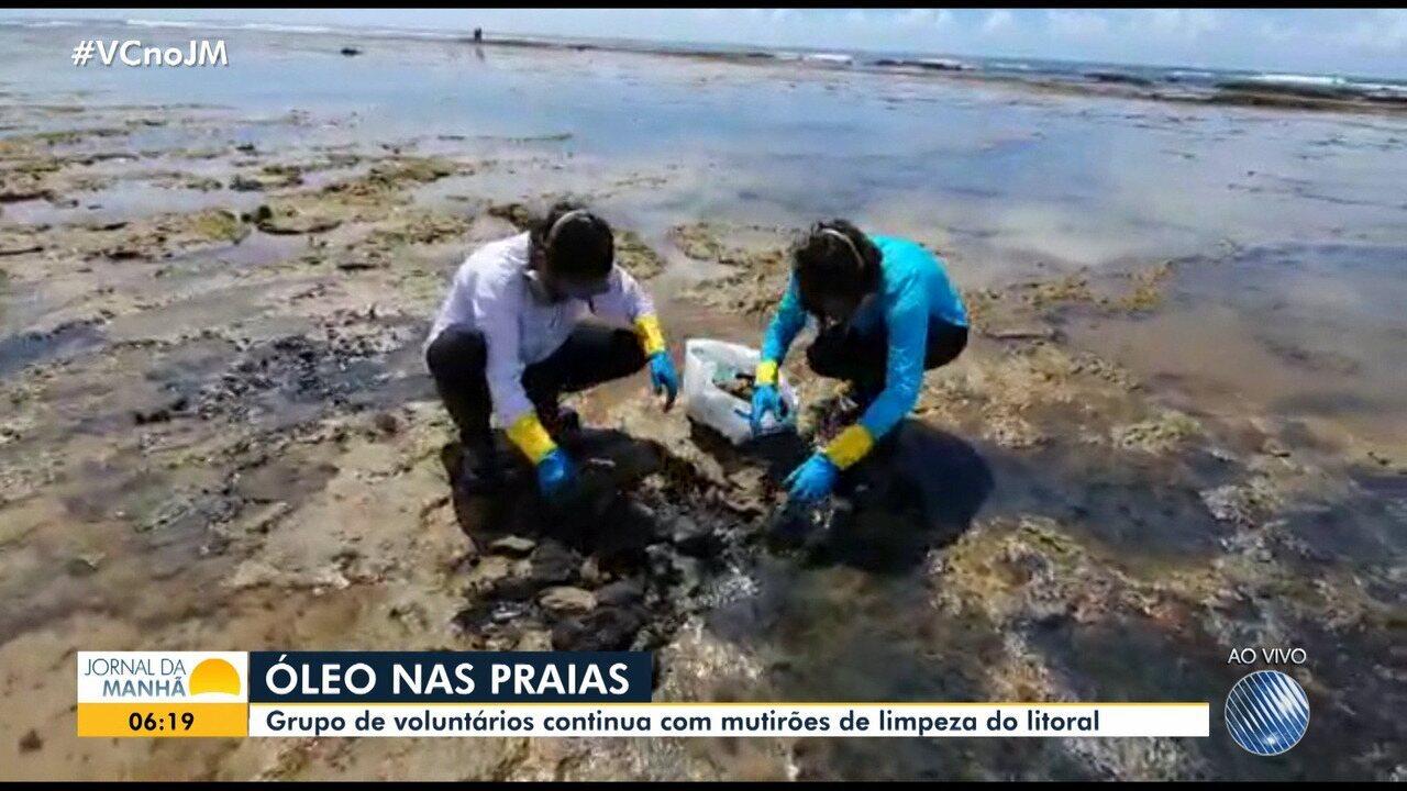 Voluntários retiram 5 toneladas de óleo na praia de Itacimirim durante mutirão de limpeza