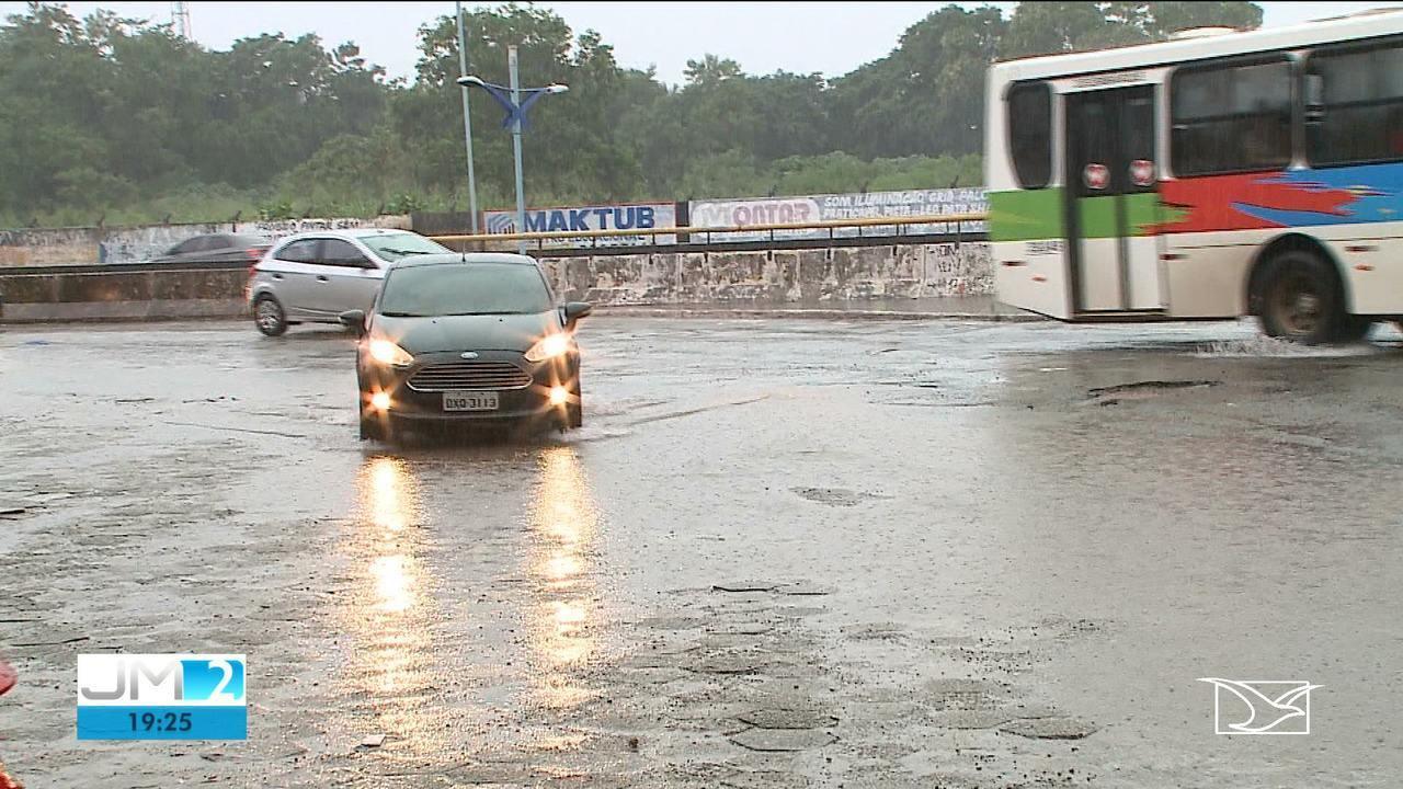 Chuvas pioram condições de avenidas e ruas em São Luís