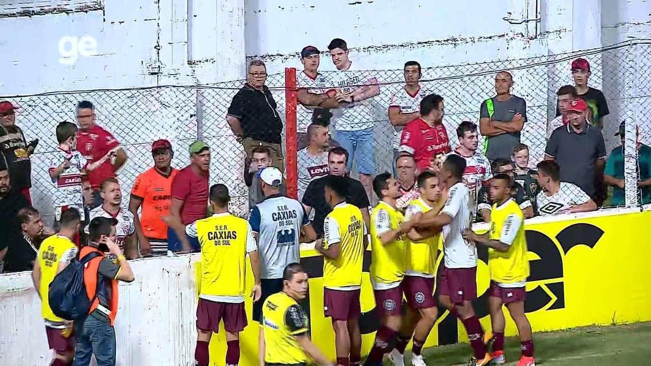 Jogo entre São Luiz e Caxias é paralisado por suposta injúria racial com Tilica
