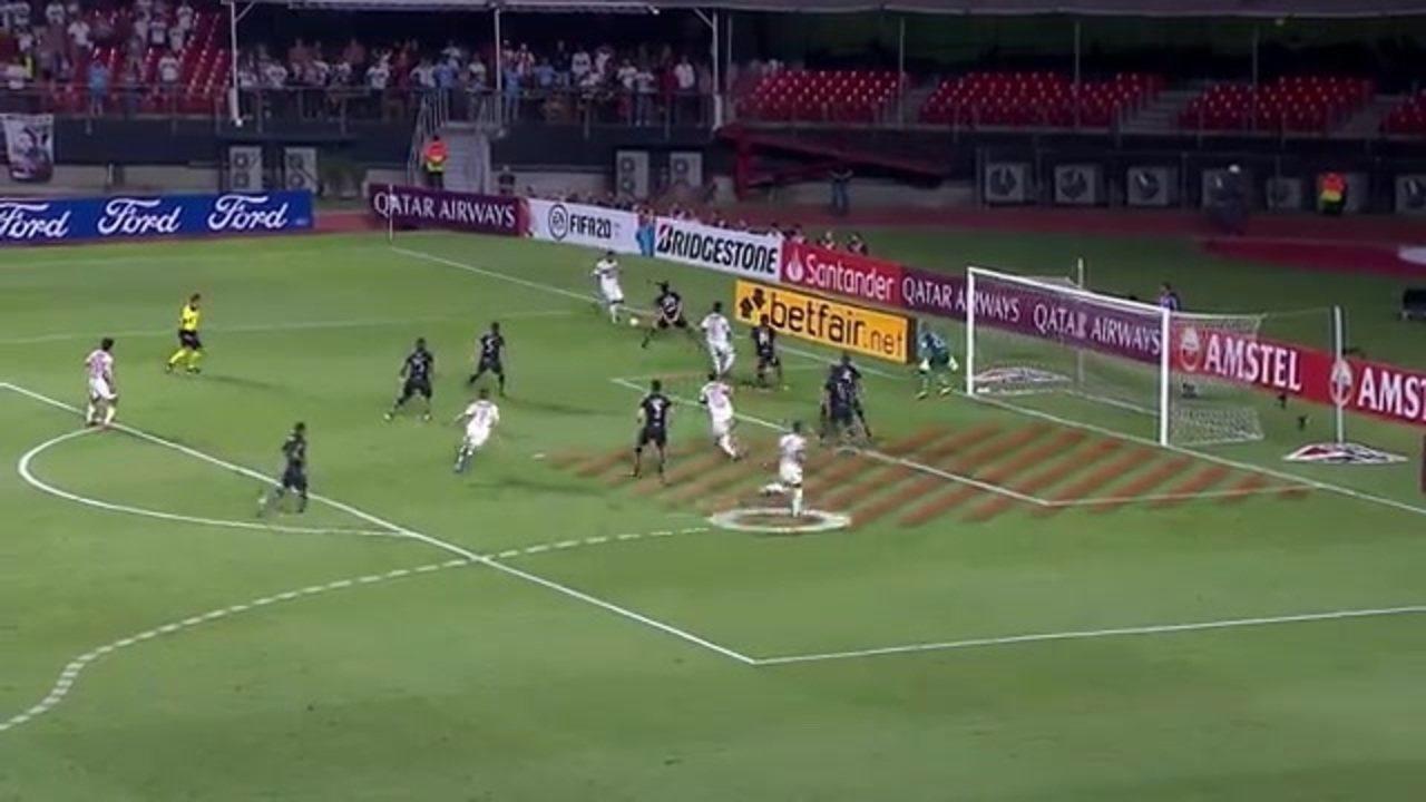 Relembre a construção do gol de Daniel Alves, do São Paulo, contra a LDU, antes da pandemia