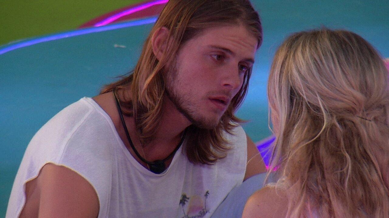 Daniel admite para Marcela que sente ciúme da sua amizade com Gizelly