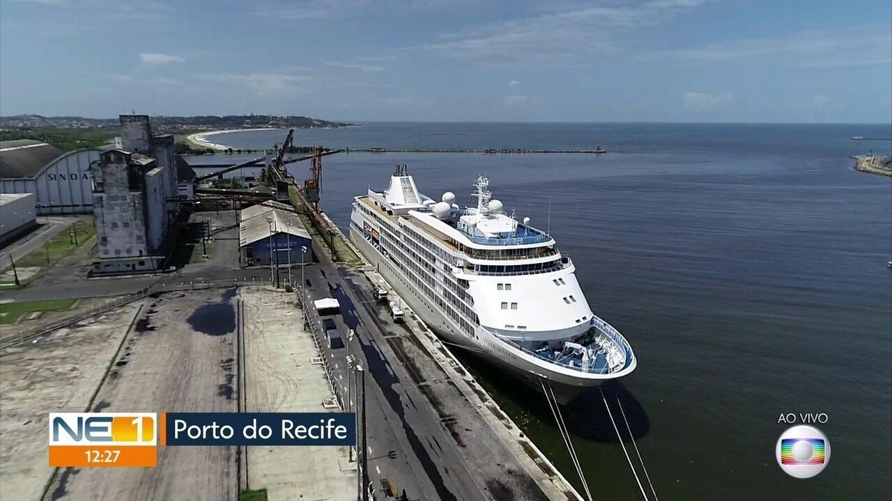 Esquema especial é montado para retirar passageiros de navio retido no Porto do Recife