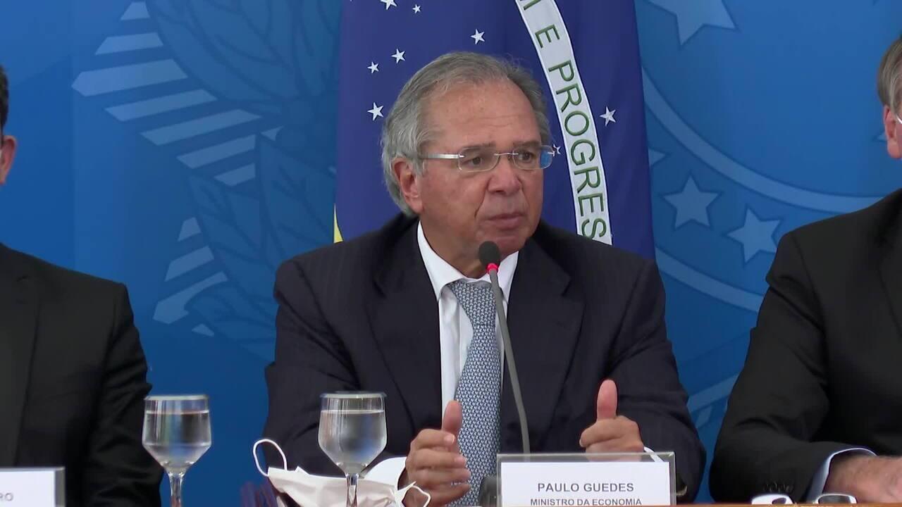 Paulo Guedes anuncia ajuda de R$ 200 a trabalhadores autônomos e informais durante 3 meses